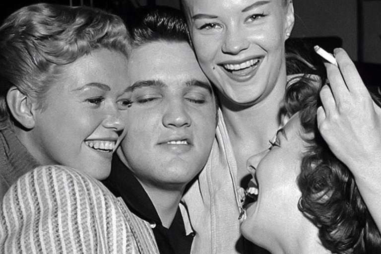 Elvis Presley: su carrera, su fragilidad anímica, su malvado manager y su trágico final
