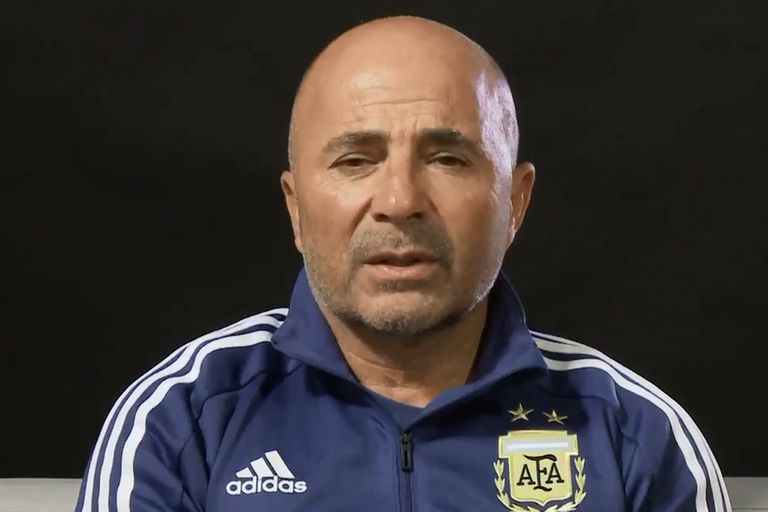El entrenador de la Argentina participó del mensaje de Abuelas, a tres días del aniversario del golpe