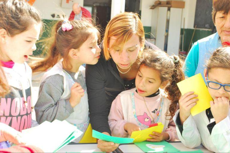 La EEP 15 de Florencio Varela propuso estimular la lectura en voz alta entre estudiantes de cuarto y quinto grado a través de la grabación de cuentos y la difusión de esos audios en un sitio web