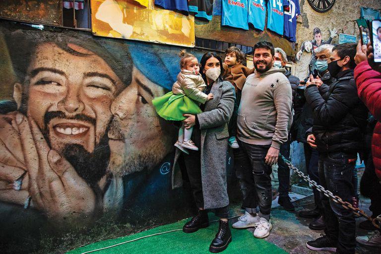 Diego Maradona Jr. Inauguró un santuario dedicado a su padre en Nápoles