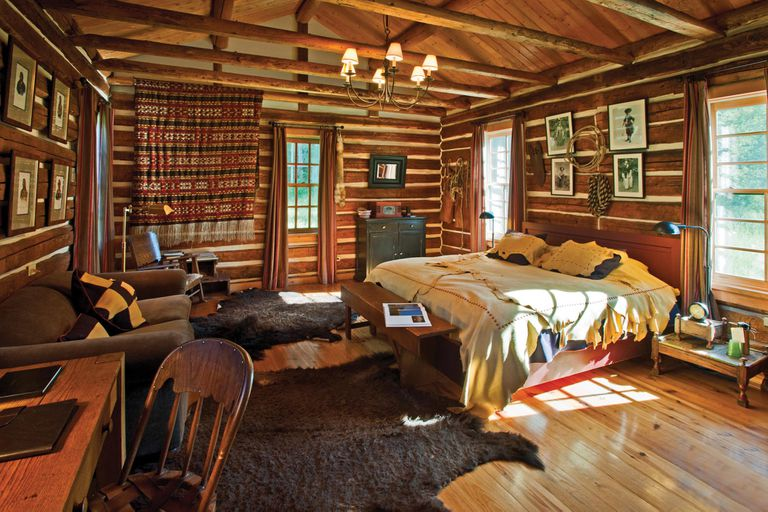 Además del servicio de un hotel cinco estrellas, el resort ofrece actividades como senderismo, ciclismo y esquí.