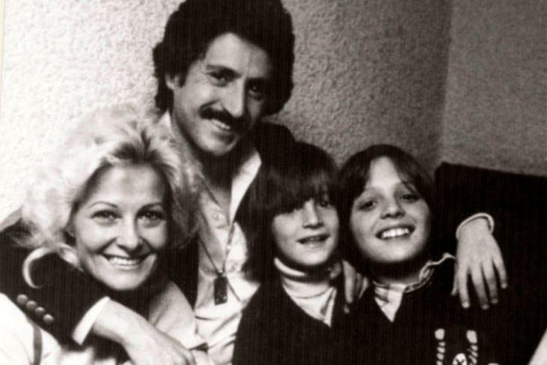 Luis Rey junto a su mujer, Marcela Basteri, y sus hijos Luis Miguel y Alejandro