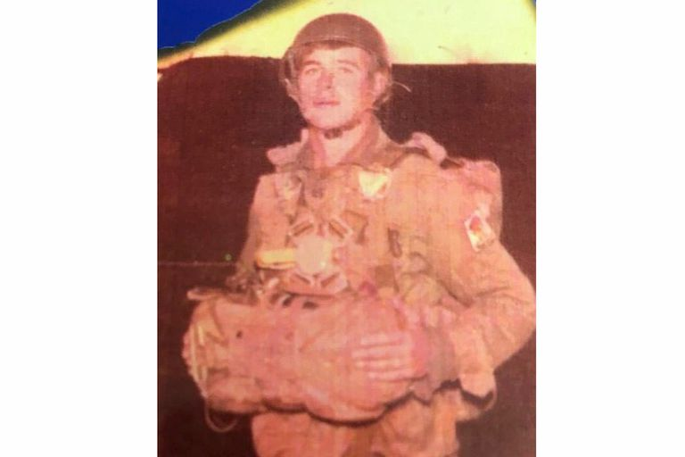 Edgardo Esteban, en una foto de sus días de soldado en Malvinas