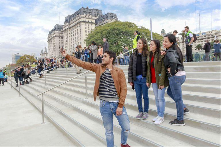Inauguraron las escalinatas que conectan Plaza de Mayo con Puerto Madero