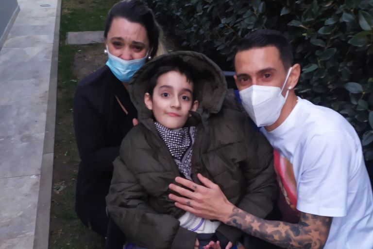 El conmovedor gesto de Di María con un niño que sufre una enfermedad medular