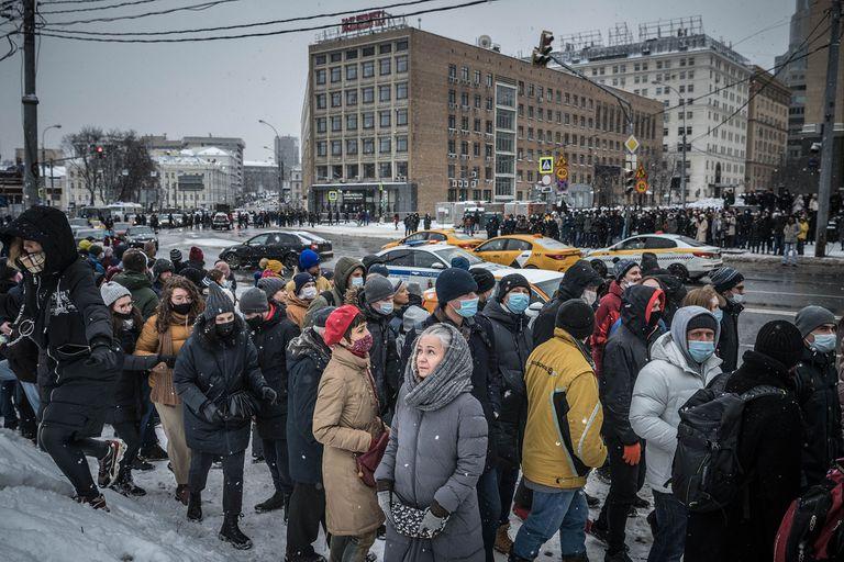 el masivo apoyo a la enmienda constitucional que le permitiría a Putin mantenerse en el Kremlin hasta 2016, contrasta con las manifestaciones a a favor del opositor ruso Alexei Nalvany