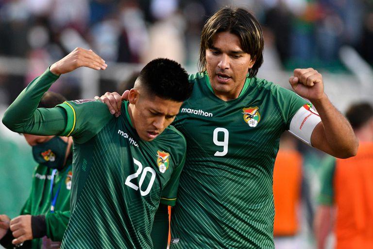 Ramiro Vaca festeja su gol junto a Marcelo Moreno Martins