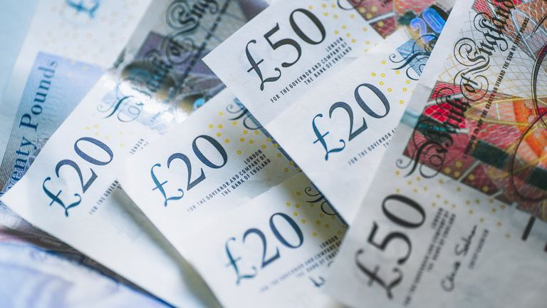 Con un engaño atrás de otro, el hombre logró quitarle 113.000 libras a Rachel.