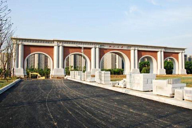 Puerta sur del campus de Zijingang, Universidad de Zhejiang, la construcción más votada hasta ahora
