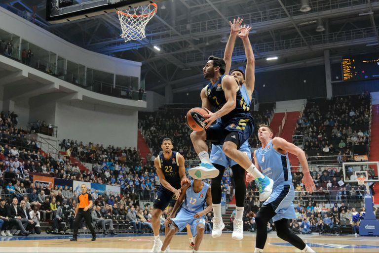 Otro show de acrobacia y destrezas de Facundo Campazzo en la Euroliga