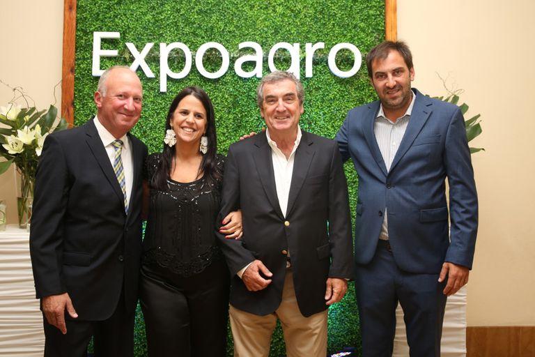 Reynaldo Postacchini, de Claas Argentina, Lucila Torterola (Expoagro), Gastón Bourdieu (Banco Galicia) y Patricio Frydman (Expoagro)