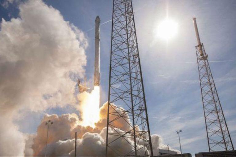 SpaceX se asoció con la NASA para enviar a astronautas al espacio a un costo de casi US$55 millones por boleto.