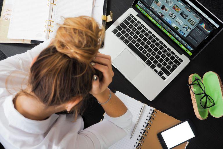 Evitar los sentimientos extremos, especialmente la envidia, el odio y la ira, es otra de las maneras para ser más felices en el trabajo