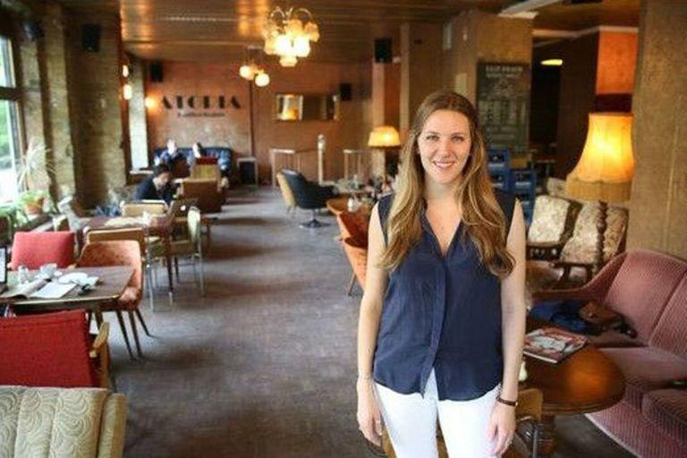 Katherine Burlingame está cursando estudios de maestría por menos de US$600 mensuales, todos los gastos incluidos