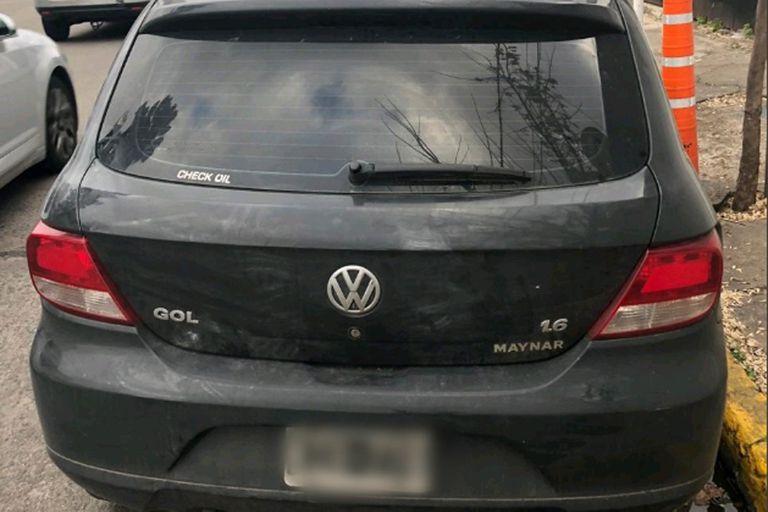 El auto del tesorero que fue asesinado frente a la parroquia de Morón, en la que trabajaba