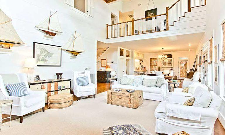 El living de la casa de playa que Sandra Bullock tenía en la isla de Tybee.