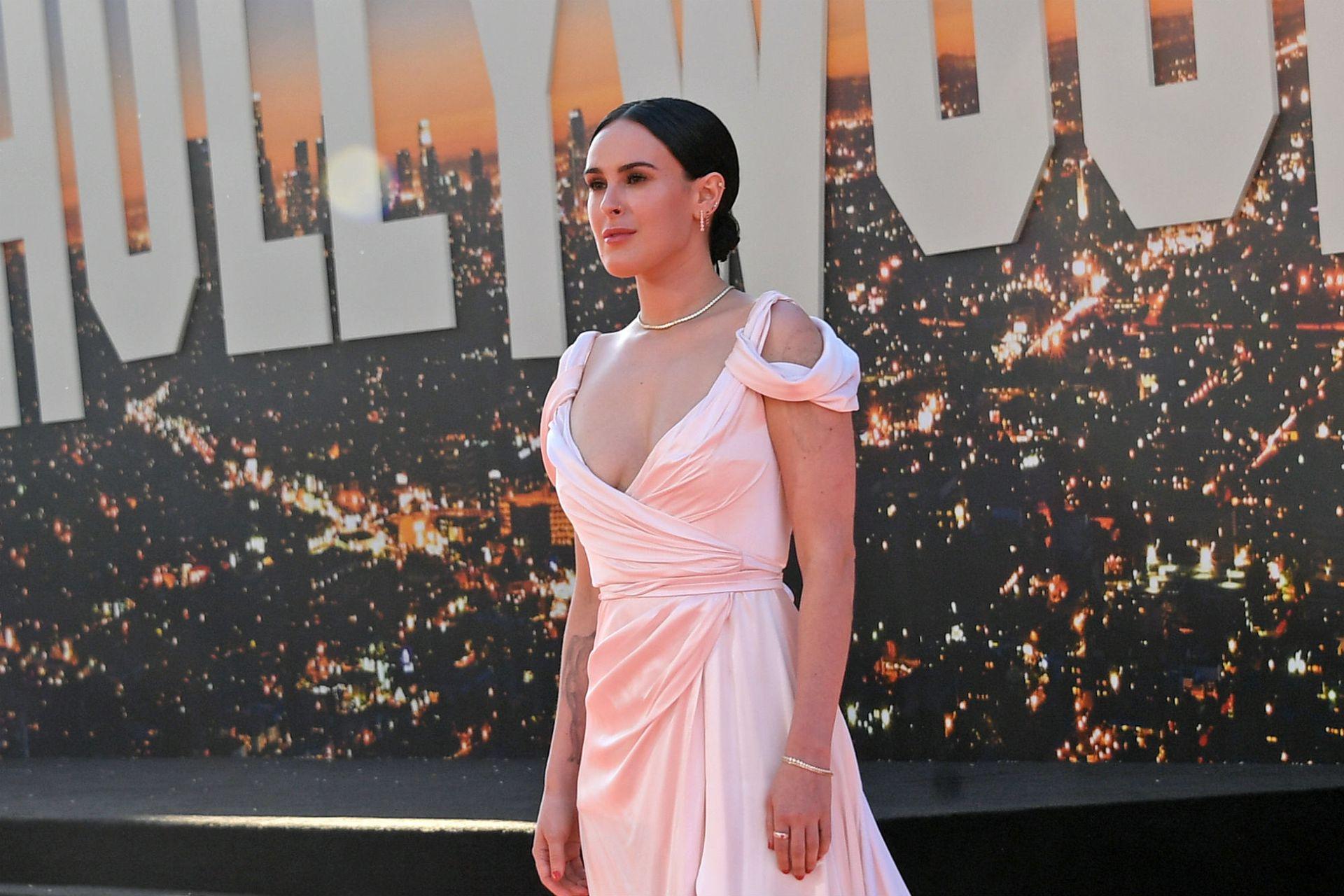 Rumer Wilis, la hija de Bruce Willis y Demi Moore, también pasó por la red carpet