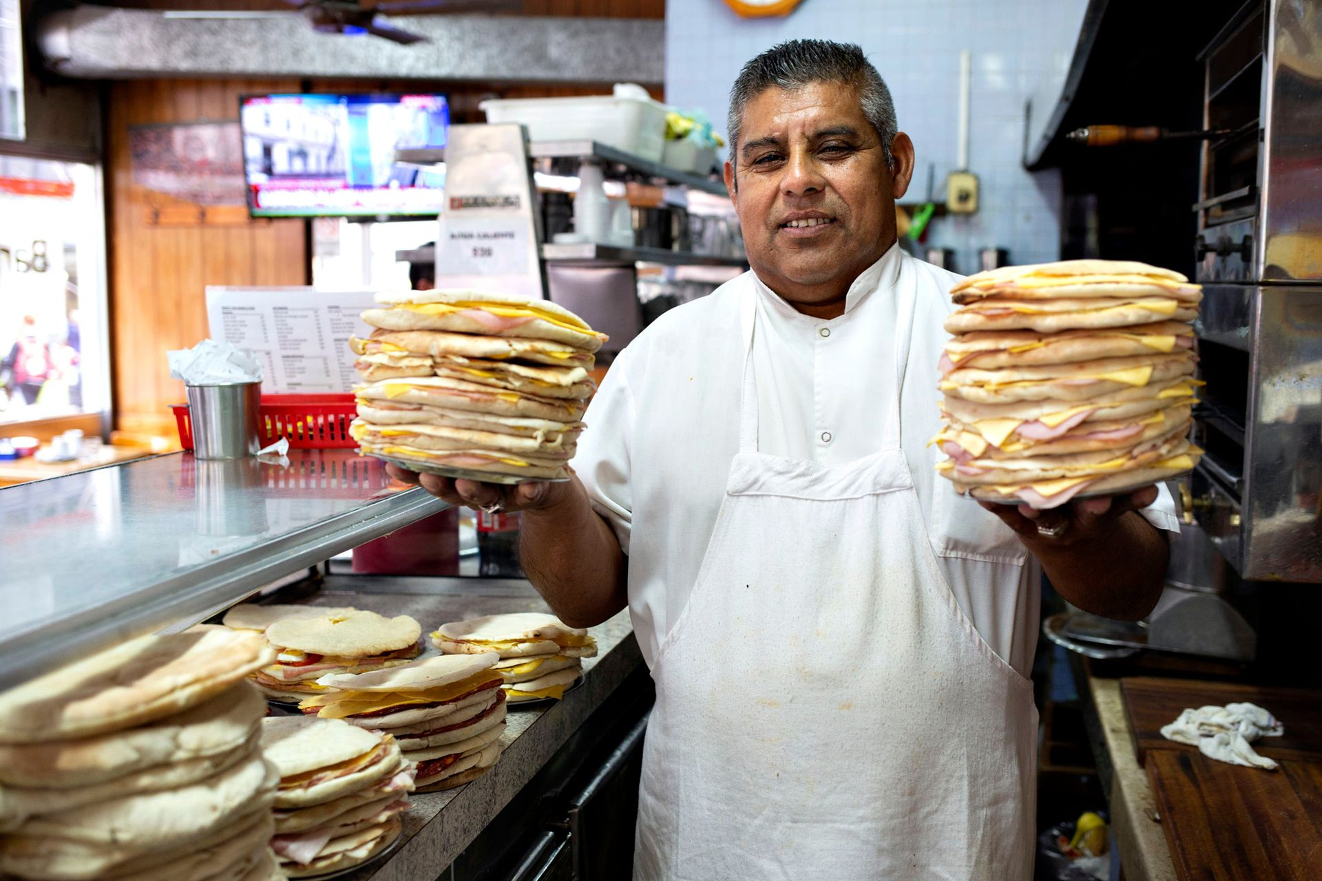 Abren a las 7 de la mañana hasta las 18.30 horas. En el horario del almuerzo (desde las 12 hasta las 15 horas) es cuando hay mayor cantidad de clientes