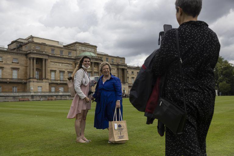 El público podrá explorar los terrenos de la residencia oficial de la reina Isabel en una visita autoguiada y hacer un picnic en uno de sus jardines