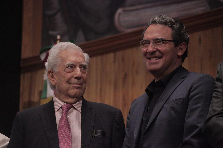 El colombiano Juan Gabriel Vásquez ganó el IV Premio Bienal Mario Vargas Llosa