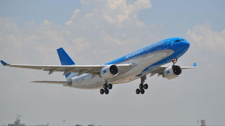 El despegue del primer vuelo Córdoba-Santiago