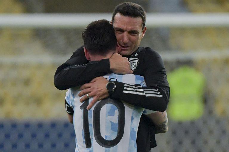 El abrazo de Messi y Scaloni al consagrarse la Selección argentina campeona de América