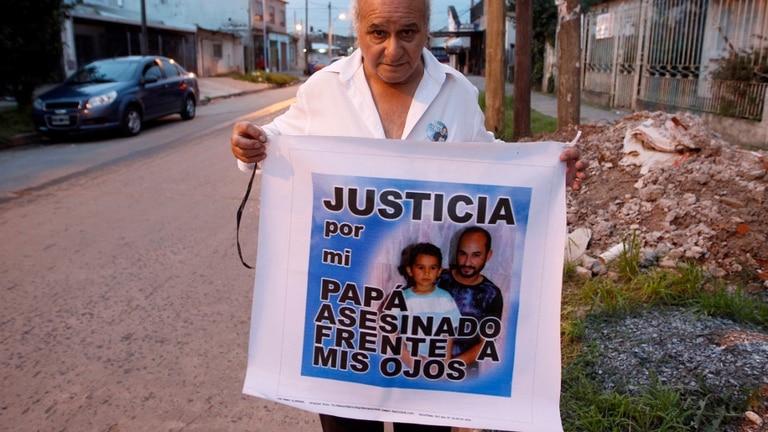 Néstor, padre del cabo Alejandro Valdez, asesinado en 2006