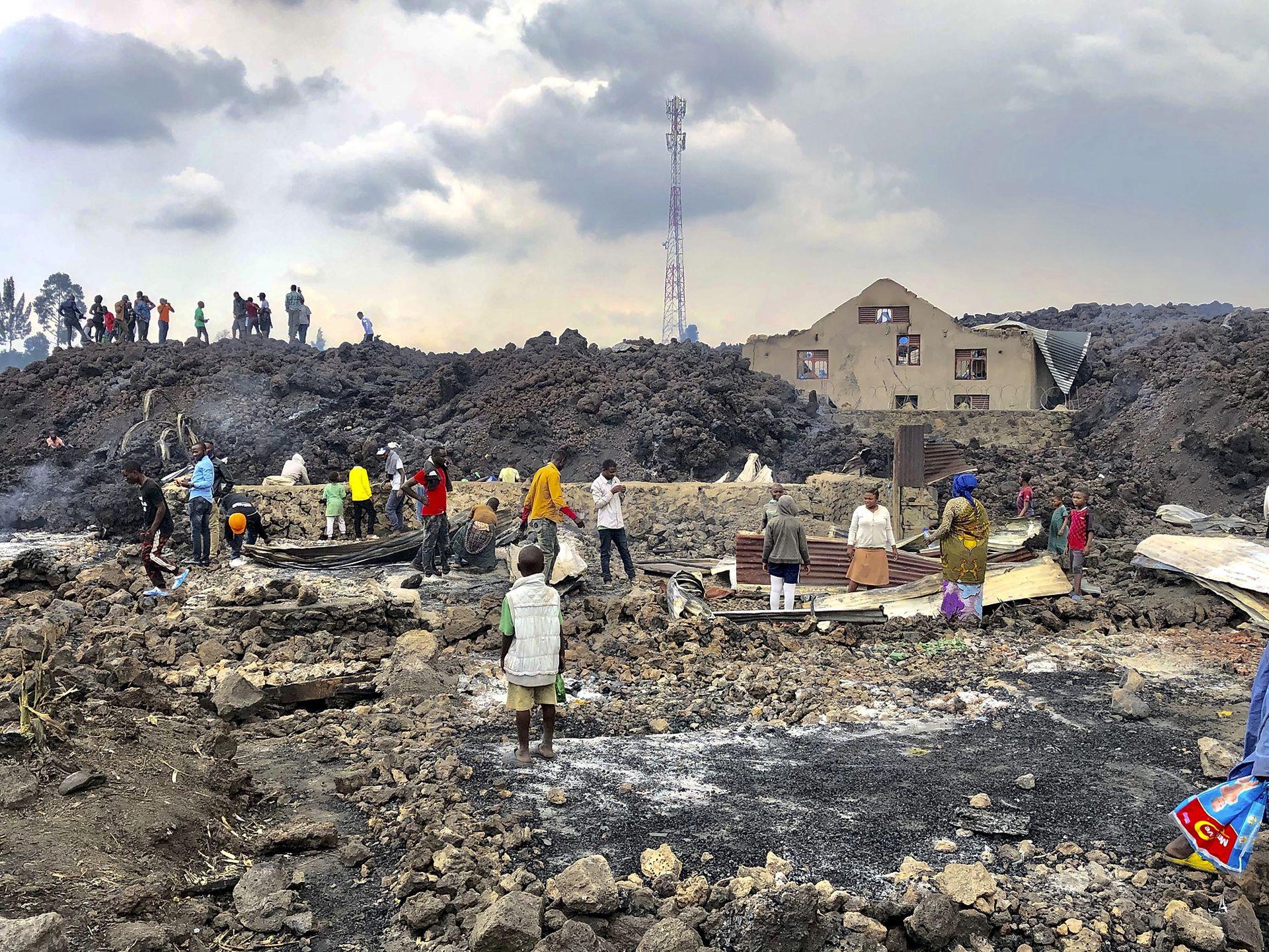 Hacía más de dos décadas que este volcán no entraba en erupción, la última vez que el Monte Nyiragongo lo hizo, dejó centenares de muertos, cubrió de lava las pistas del aeropuerto y más de 100.000 perdieron su hogar