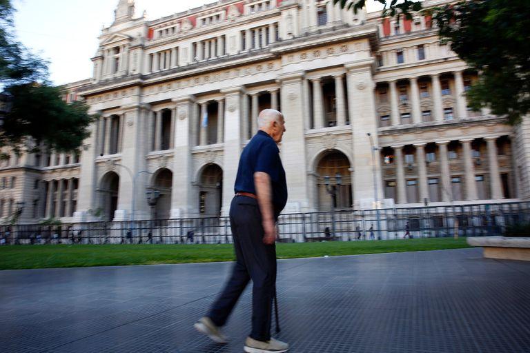 Fallo. La Corte ordenó que le reintegren Ganancias a un jubilado de 97 años