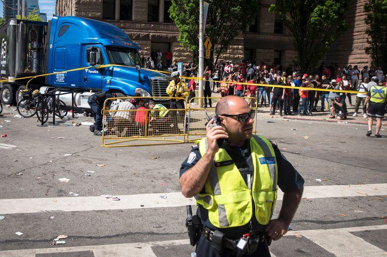 Pánico en Toronto: tiros, estampida y 4 heridos en la fiesta por el título NBA