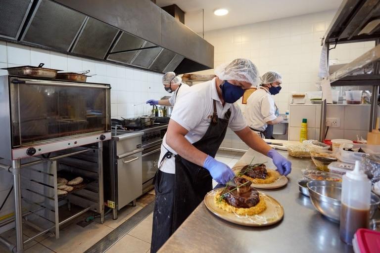 La alta gastronomía en tierra cuyana tiene cada vez más demanda de los turistas, quienes acompañan platos exquisitos con vino de gran calidad.