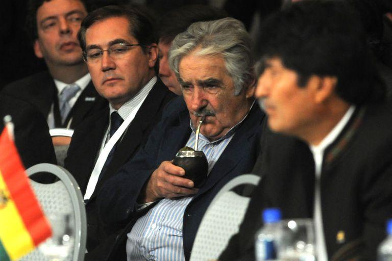 El presidente de Uruguay, José Mujica, durante la reunión del Mercosur. A su izquierda, su par de Bolivia, Evo Morales