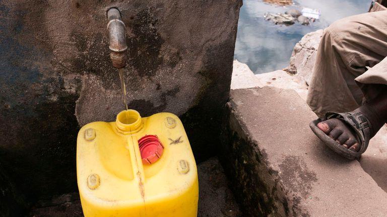 Una canilla pública de agua potable en Madagascar