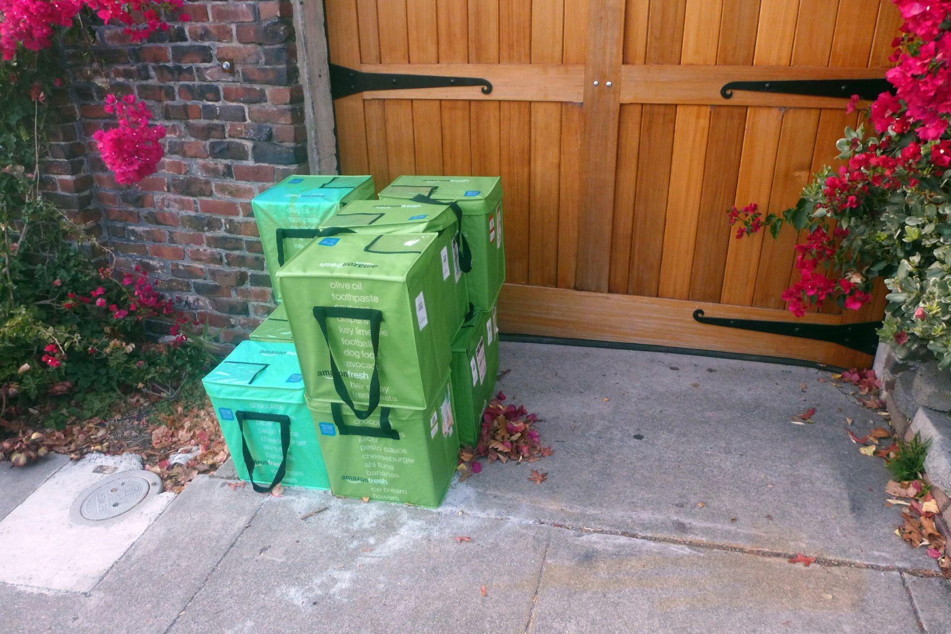 Los envíos se dejan en la puerta y nadie los hurta.