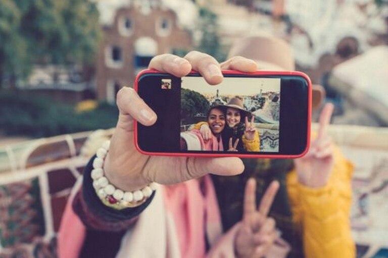Las fotos pueden ayudarnos a recordar algo que vimos con nuestros ojos, pero reducen nuestra memoria sobre las conversaciones que escuchamos durante esos eventos