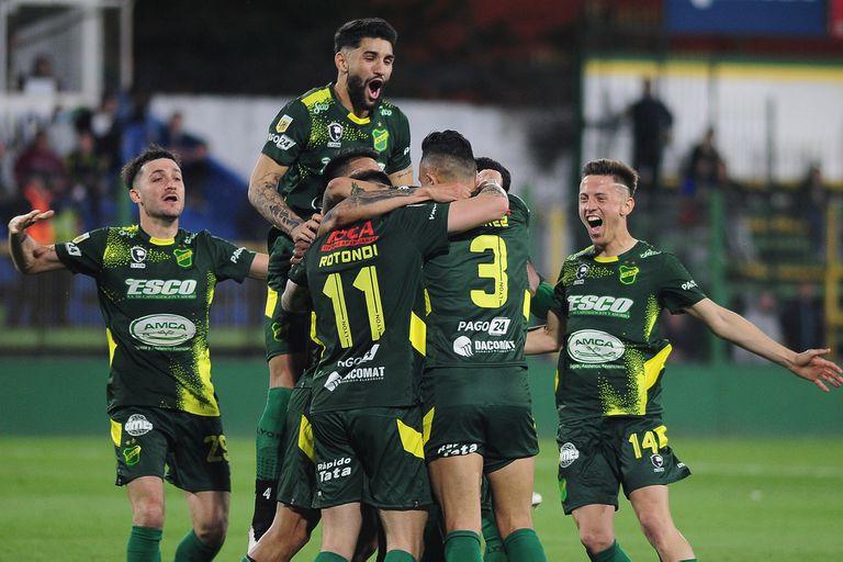 Goles importados para Defensa en el 2-1 ante Platense, que se ilusiona con pelear bien arriba