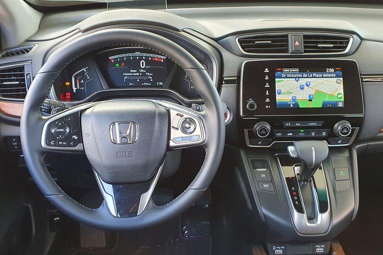 El interior del Honda CR-V luce excelentes materiales y terminaciones y un gran equipamiento