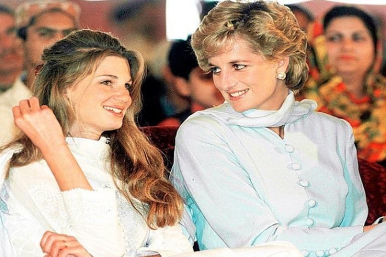 Peter Morgan está saliendo con quie fue una de las amigas íntimas de la princesa Diana: Jemima Khan. ¿Le confiará información clave para la próxima temporada de la serie de Netflix?
