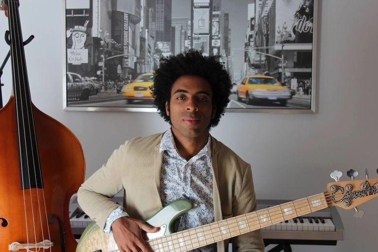 Damián Nueva, el bajista cubano de The Eddy