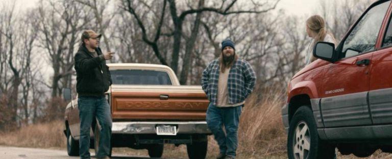 Rust Creek cuenta la historia de una joven estudiante que tras tener un imprevisto en la ruta es perseguida por dos criminales