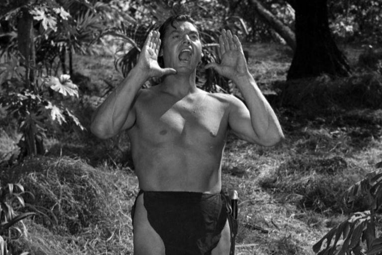 En 1932 se estrenó la versión de Tarzán el rey de los monos interpretada por Johnny Weissmüller. A partir de entonces, los hombres comenzaron a abandonar el traje de baño enterizo.