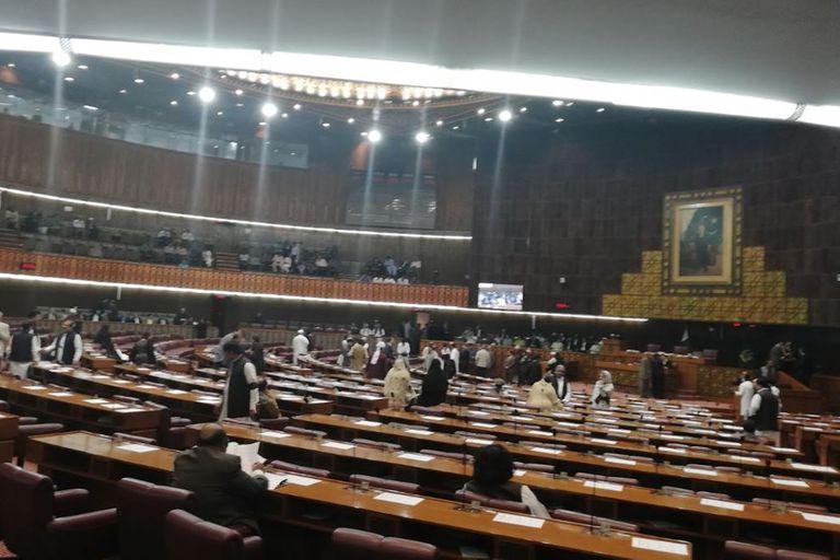 Parlamento de Paquistán propone ahorcar en público a violadores de niños