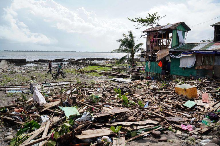 Tifón en Filipinas: turistas varados, casas destruidas y 17 muertos por Phanfone