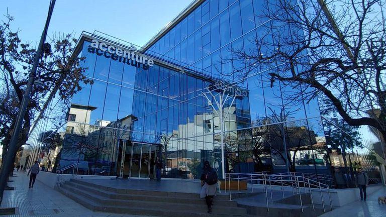 Accenture Argentina cuenta con 10.500 empleados y está teniendo un flujo de ingresos de 400 a 500 personas por mes