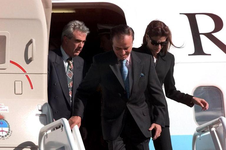 El Tango 01 es un emblema del menemismo. De La Rúa prometió venderlo, pero no lo hizo. Varias veces sorprendió con desperfectos, casi todos menores, a Néstor y Cristina Kirchner. Está desprogramado desde 2016, pero hay un plan para que vuelva a volar.