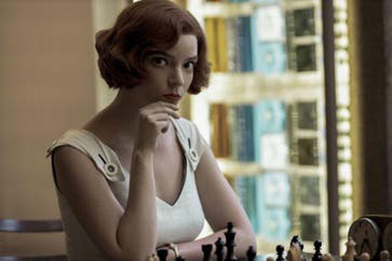 Berh Harmon es vista casi como una versión femenina del legendario Bobby Fischer