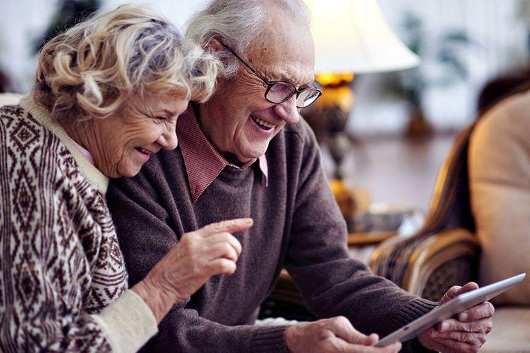 Una brecha educativa poco atendida: los adultos mayores y el mundo digital