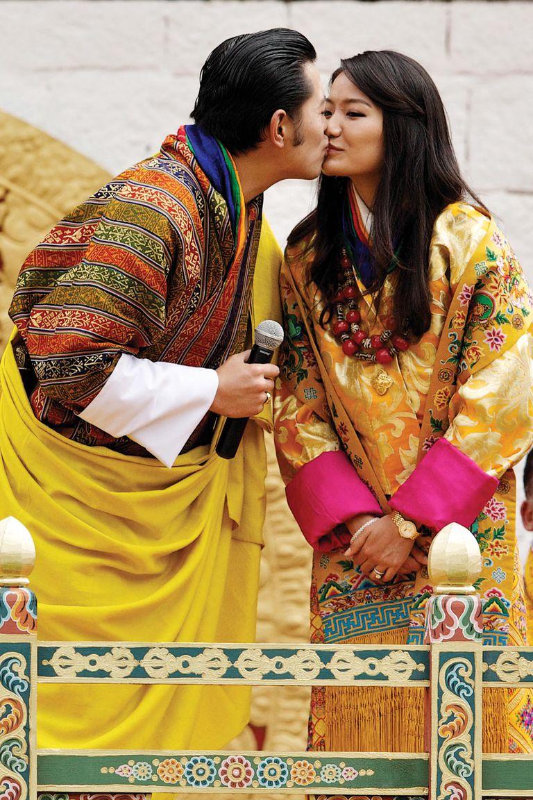 15 de octubre de 2011. El rey Jigme Khesar Namgyel Wangchuck y la reina Jetsun Pema en el estadio Chang Lime Thang, en Thimphu, Bután. Se trata del último día de celebraciones por su boda