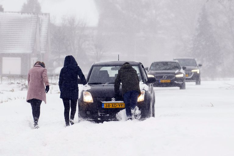Holanda, toda cubierta de nieva por primera vez en diez añosm