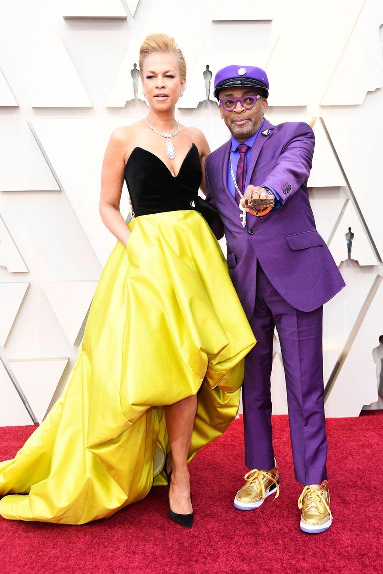 Tonya Lewis Lee y Spike Lee, con zapatillas Nike doradas